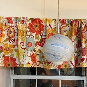 Accents - Beautiful Valance